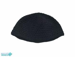 نوعی از کلاه نازک که نوعاً در زیر کلاه بر سر گذارند. (ناظم الاطباء). نوعی کلاه از پارچه یا منسوج نازک که در زیر کلاه یا عمامه و رکن گذارند و یا به تنهایی در خانه به سر نهند. (فرهنگ فارسی معین ). کلاهی از جامه ٔ تنک که پیش از این کسبه و آخوندها زیر کلاه یا عمامه می پوشیدند. (یادداشت مرحوم دهخدا). عرقیة. عراقیة. طاقیة. شب کلاه . کله پوش . نوعی کلاه بی لبه از پارچه ٔ نازک یا بافته که فقط قسمتی از فرق سر را پوشاند :